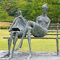 あさご芸術の森美術館 野外彫刻公園と屋内美術館で構成され、ダム直下にある。 観覧料は大人500円