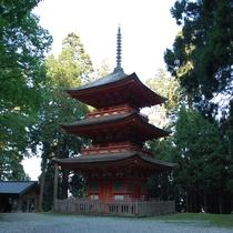 名草神社 三重塔 出雲大社の大改修にあたり妙見杉を提供した返礼に、寛文5年に贈られたものです