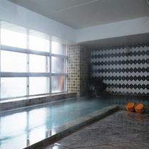 *【温泉】温泉に含まれる湯の花、浴槽に付着し石化した温泉成分が本物温泉である証です。