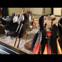 囲炉裏 炭火焼き 〈岩魚〉