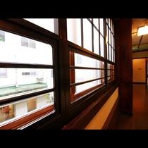 昭和の雰囲気が漂う廊下