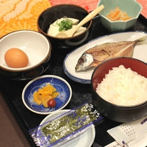 【朝食一例】旅館ならではの和定食。中でも「自家製豆腐」が好評です