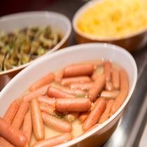 【朝食】ウィンナーやスクランブルエッグなど洋食も充実。