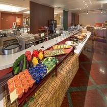 【朝食】30種類以上の朝食バイキングは7:00~9:30までゆっくりご利用いただけます