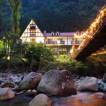 森の国ホテル<夜の外観>
