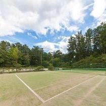 【テニスコート】富士の雄大な姿を背景に爽快なプレーが楽しめます♪