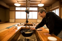 囲炉裏で山女魚などのお料理を楽しんでいただきます。