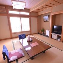 【お部屋一例】豪華さはございませんが、広々の和室でお寛ぎください