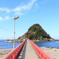 *【白山神社】由良海岸の海上に位置する神社。当館よりお車で約20分