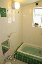 お風呂は男女別でご用意、24時間入れます