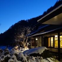 夕暮れの玄関「冬」