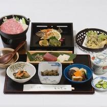 *牛形膳コース一例/スタンダードの和食膳は食べやすい量が女性に好評。