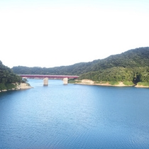 *当館までの道沿いにある「入畑ダム」壮大な眺めが目の前に広がります。