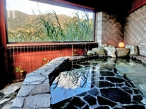 【露天風呂】宿泊者だけが貸し切りで使える露天風呂