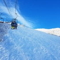 白馬八方スキー場リフトへは歩いて1分。