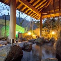 *【露天風呂】2種類あり、四季折々の風景もお楽しみいただけます。