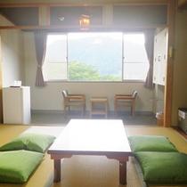 *【部屋】和室/畳の上で足を伸ばして、お過ごしいただけます。