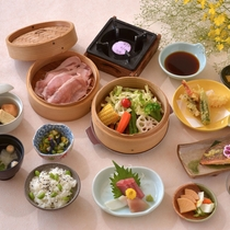 *(夏A)夏野菜と豚のセイロ蒸し/夏の特別コース、さっぱりとした野菜と豚の甘みが癖になります♪