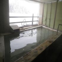 *【温泉】やわらかな泉質で長く浸かれるため、湯治にもお勧めです。(露天は19時の交代制)