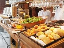 朝食はオシャレなカフェでご提供します