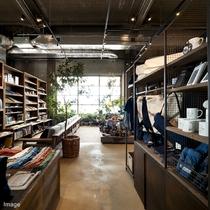 ■SHIMA SHOP店内/U2オリジナルグッズや尾道デニムなど限定商品はお土産にもオススメ