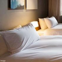 ■客室アメニティ/お好みに合わせて、枕はフェザーとダウンの2種類ご用意