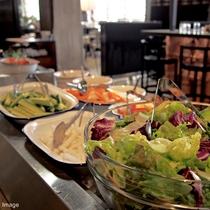 ■朝食ブッフェ/新鮮な旬の野菜をヘルシーにたっぷりとお召し上がりください