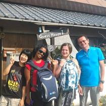 海外からのゲストさんも多く宿泊します。国際交流も楽しみのひとつ!