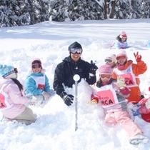 *【アクティビティ】そりや雪合戦など芝生広場は、様々な雪遊びが楽しめます。