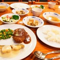 *【夕食例】栄養バランスのとれた夕食を食べれば、アクティビティや旅行の疲れもスッキリ♪
