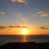 *海に沈む夕日。感動の景色を眺めての〜んびり♪
