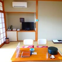 和室8畳 お部屋には冷蔵庫・ポット・TVを完備しております。