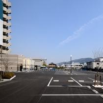 平面駐車場(無料110台先着順)