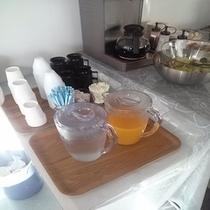 朝食ドリンクコーナー