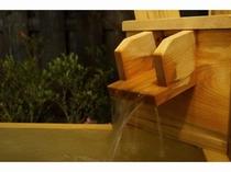 夜の客室露天風呂 湯口