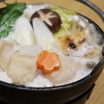 *夕食一例 会席風/季節に合わせた鍋料理をご用意いたします。