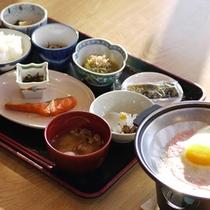 *朝食一例/温かいごはんに焼き魚。定番の和朝食をご用意いたします。