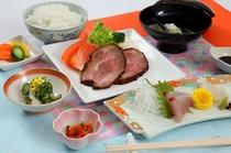 夕食例(定食、税込1,080円)