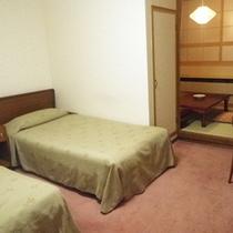 *【部屋】和洋室(ツイン+4畳)