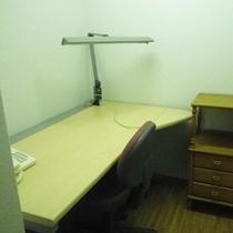 *【施設】残ったお仕事を片付るときは、こちらのPCルームで。