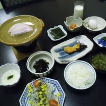 *【朝食全体例】新鮮な海の幸を惜しげもなく使った料理をお楽しみ下さい。