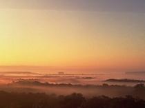 【周辺】霧多布湿原:浜中町の中央部、森と海に囲まれるように広がる湿原。(画像提供:浜中町観光協会)