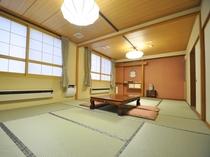 【客室:和室15畳】8名様までご利用いただける広々とした和室です。