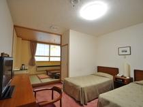 【客室:和洋室(ツイン+和室4畳)】ベッドとお布団で4名様までご利用いただけます。
