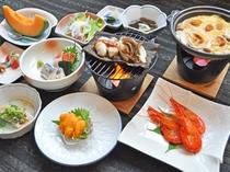 【ご夕食の一例】地元前浜で獲れたての新鮮な海の幸をふんだんに使用(8月-12月末:北海シマエビ)