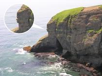 【周辺】涙岬:乙女の泣いている横顔のように見える岩、通称「乙女の涙」(画像提供:浜中町観光協会)