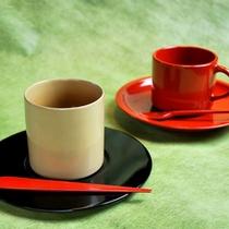 輪島塗のカップで温泉水を使ったコーヒーを…