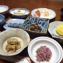*【朝食例】どこか懐かしさを感じる、旅館の朝ごはんをお楽しみ下さい。