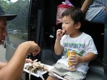 ヤマメを食べる