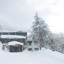 【玄関先がゲレンデ】目の前がスキー場!ゲレンデ間のアクセスも抜群です♪